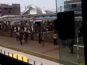 Metropolitano: Techo de estación Naranjal se levanta por fuertes vientos