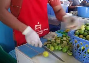 Facebook: Cevichero es sensación cortando limones al estilo ninja