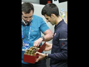 Abierto de Australia: Djokovic reparte chocolates en conferencia de prensa