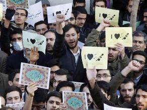 Miles de iraníes se manifiestan contra las caricaturas de Mahoma