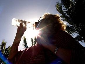 Beber bastante agua ayuda a evitar la formación de cálculos renales
