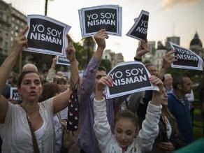 Alberto Nisman: En Chile realizan protesta frente a embajada argentina