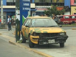 #Rotafono: Vehículo mal estacionado invade vereda en La Victoria