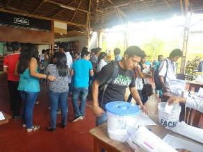 Lambayeque: estudiantes de la UNPRG sufragan en restaurante