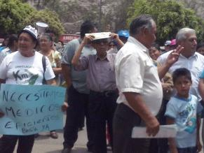 Vecinos protestan por falta de insumos médicos en la posta de Ñaña