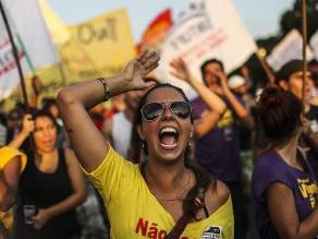Brasileños vuelven a protestar contra el aumento del transporte