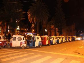 Tarma: mototaxistas informales realizan vigilia frente a municipio