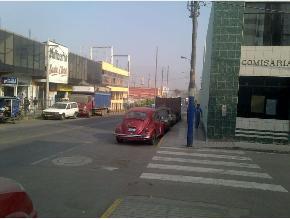 Comisaria usa avenida principal como cochera en Chaclacayo