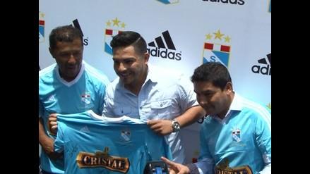 Sporting Cristal presentó camiseta con Erick Elera y los Hermanos Yaipén
