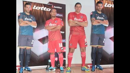 Cienciano presenta su nuevo uniforme para la temporada 2015