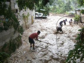 Ayacucho: desborde de represa deja 5 viviendas colapsadas