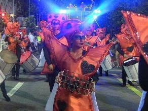El carnaval uruguayo se viste de samba