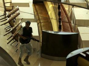 Terroristas asaltan hotel de lujo de Libia