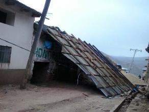 Vientos huracanados se llevan techos de 10 viviendas en Huancavelica