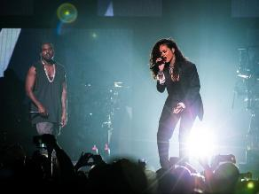 Rihanna y Kanye West en concierto pre super Bowl