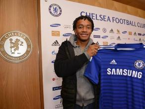 Chelsea: Juan Guillermo Cuadrado firmó y posó con su nueva camiseta
