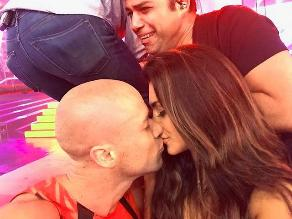 Combate: Vania Bludau y Bruno Agostini se besaron en pantallas
