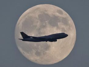 La Luna, próximo objetivo de las empresas mineras