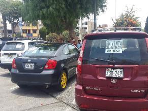 Vendedores de auto invaden estacionamientos en la plaza de Ilo
