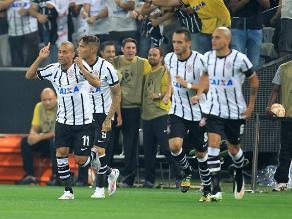 Corinthians humilló 4-0 a Once Caldas y Paolo Guerrero fue expulsado por Copa