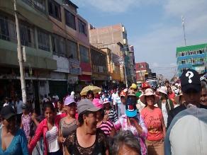 Chiclayo: hijos de comerciantes encabezan marcha por desalojo de mercado