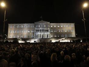 Miles de griegos salen a la calle en apoyo del Gobierno