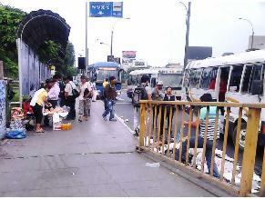 Denuncian que ambulantes acumulan basura en trébol de Javier Prado