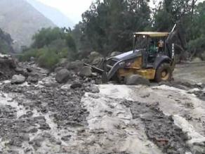 Dos huaicos dejan si agua a 300 personas en Santa Eulalia