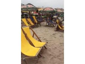 Negociantes restringen acceso a veraneantes en playa El silencio