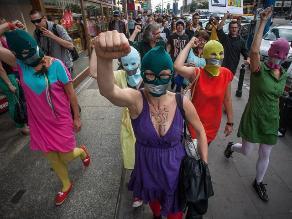 Charlie Hebdo: Pussy Riot defienden derecho a la sátira