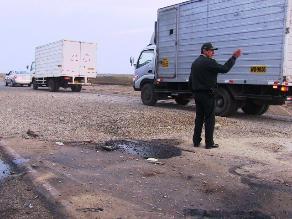 Trujillo: tres heridos deja vuelco de camión repartidor de gas