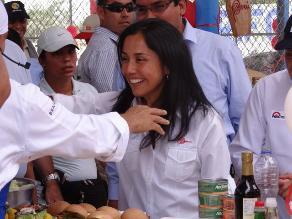 Primera dama realiza visita en local comunal de Ica