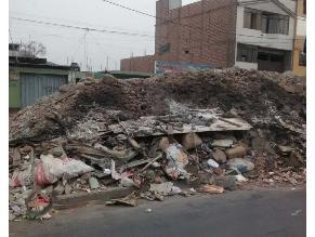Cercado: acumulan basura y desmonte en Morales Duárez
