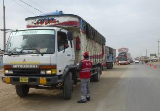 Sutran sanciona a 42 buses y camiones de carga en Lambayeque