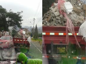 Camión deja caer piedras en plena marcha en La Molina
