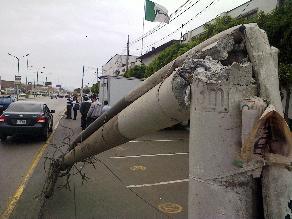 Policías en estado de ebriedad colisionaron contra poste en Chincha