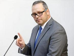 Hijo de Bachelet pide perdón por polémico negocio y renuncia al cargo