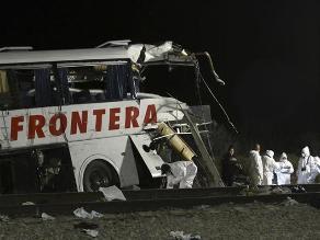 México: Colisión de autobús y tren deja por lo menos 20 muertos
