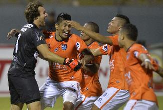 César Vallejo venció cómodamente 3-1 a León y es líder en Torneo del Inca
