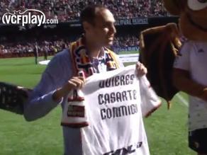 Hincha del Valencia pidió matrimonio en el entretiempo del partido