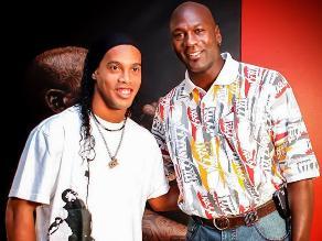 NBA: Ronaldinho Gaúcho y su saludo de cumpleaños al exastro Michael Jordan