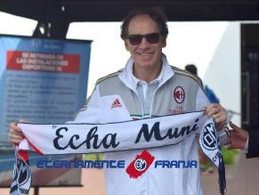 Franco Baresi estuvo en el entrenamiento del Deportivo Municipal