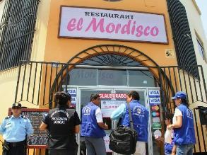 Trujillo: cierran restaurante de la congresista Rosa Núñez por insalubre