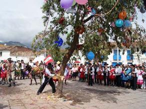 Arequipa: autorizan yunza en colegio