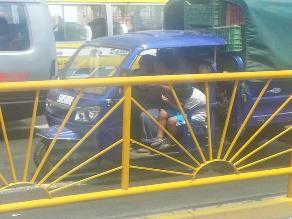 Moto circula con tres personas en avenida Caquetá