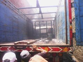 Trujillo: camión se incendia en cochera de la urbanización La Rinconada