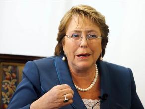 Aprobación de Bachelet cae nueve puntos tras denuncia contra su hijo