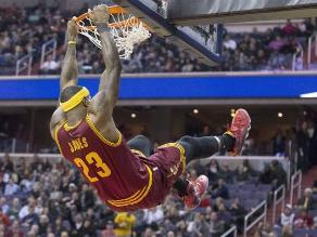 NBA: LeBron James bate nueva marca y los Cavaliers vencen a los Knicks