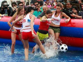 Viña del Mar: Candidatas a reina jugaron sensual fútbol acuático