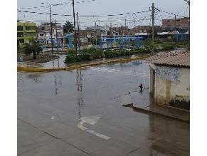 Fuerte llovizna sorprende a pobladores en Chiclayo
